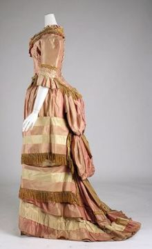 1800's Dress with a concealed cul de crin