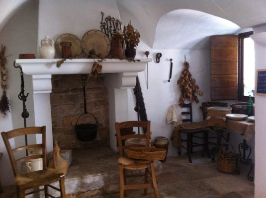 interior_of_trullo_sovrano_wikimedia_commons